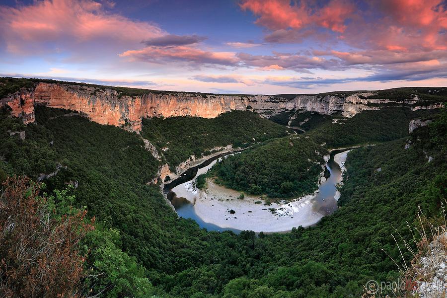 """Gorges de l'Ardèche, Тематический маршрут """"Скалы - окрестности Оранжа"""": пещеры, ущелья и горы вокруг Оранжа, достопримечательности Прованса, поездки в окрестностях Оранжа, куда поехать из Оранжа, куда съездить из Оранжа, куда схездить из Авиньона, маршруты по Провансу, поездки по Провансу, Прованс, Франция, достопримечательности, куда съездить из Оранжа, маршруты из Оранжа, туристические маршруты с картами Прованс, Франция"""