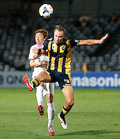 Japan's Sanfrecce Hiroshima Naoki Ishihara (L) and Central Coast Mariners Zac Anderson during their AFC Champions League match in Gosford, near Sydney, March 11, 2014. VIEWPRESS/Daniel Munoz EDITORIAL USE ONLY