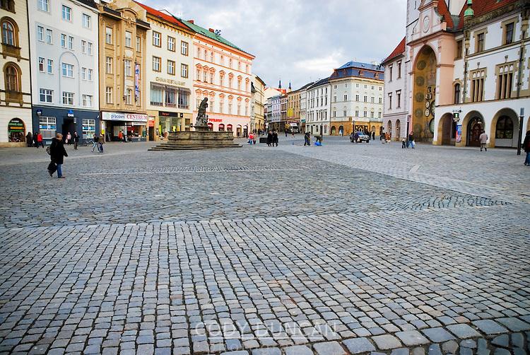 View of empty city square, Olomouc, Czech Republic | Cody Duncan ...: codyduncan.photoshelter.com/image/I0000n66CeCLJ378