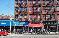 Crowds of millennials wait to be seated for brunch outside the popular Intermezzo restaurant in the Chelsea neighborhood of New York on Sunday, April 10, 2016  (© Richard B. Levine)