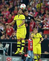 FUSSBALL   1. BUNDESLIGA   SAISON 2012/2013   SUPERCUP FC Bayern Muenchen - Borussia Dortmund            12.08.2012 Ilkay Guendogan (li, Borussia Dortmund) gegen Mario Mandzukic (FC Bayern Muenchen)