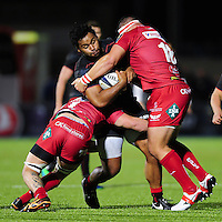 Billy Vunipola of Saracens takes on the Scarlets defence. European Rugby Champions Cup match, between Saracens and the Scarlets on October 22, 2016 at Allianz Park in London, England. Photo by: Patrick Khachfe / JMP