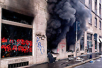 Milano 1 Maggio 2015<br /> Mayday  NoExpo  <br /> Scontri manifestanti polizia durante la manifestazione a Milano,contro l'apertura dell'Esposizione universale Milano 2015. Un negozio incendiato dai manifestanti<br /> Milan, May 1, 2015<br /> Mayday NoExpo<br /> Clashes  protesters against police during the demonstration in  downtown Milan, to protest against Universal Exposition Milano 2015. A shop on fire by protesters