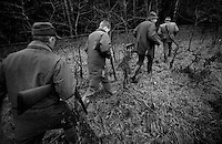 Farmers walking to the next hunting place in the countryside of the Danish island Funen on sunday  17. November 2002.  Photo: Erik Luntang