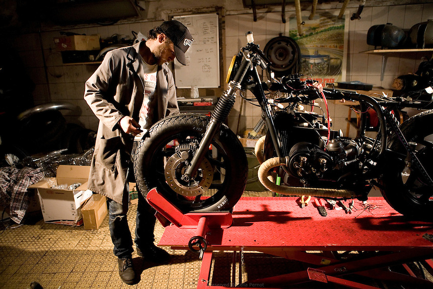 motorcycle insurance assurance moto la parisienne. Black Bedroom Furniture Sets. Home Design Ideas
