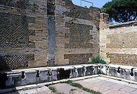 Italy: Ostia--Public Conveniences. Photo '83.