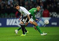 FUSSBALL   1. BUNDESLIGA   SAISON 2011/2012    16. SPIELTAG SV Werder Bremen - VfL Wolfsburg          10.12.2011 Mario Mandzukic (li, VfL Wolfsburg) gegen Naldo (re, SV Werder Bremen)