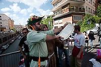"""Roma 13 Maggio 2010. Studenti e precari del gruppo attivo su Facebook """"Fai la valigia"""", hanno venduto  all'asta, della casa dell'  Onorevole Claudio Scajola, con l'intervento  di Robin Hood e frate Tuck.Rome May 13, 2010. Students and insecure of the  group active on Facebook """"Make suitcase,"""" have sold at auction, the house of 'Mr Claudio Scajola, with the assistance of Robin Hood."""