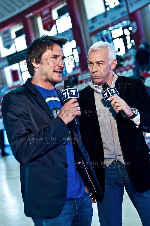 TERAMO 31/03/2012 - BASKET LEGA SERIE A1 CAMPIONATO 2011 - 2012: INCONTRO BANCA TERCAS TERAMO - BENNET CANTù.NELLA FOTO I DUE COMMENTATORI DI LA7 FRANCICANAVA E POZZECCO.FOTO DI LORETO ADAMO