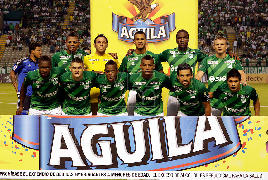 PALMIRA -COLOMBIA-15-02-2015. Jugadores del Deportivo Cali posan para una foto de grupo previo al encuentro con Millonarios por la fecha 7 de la Liga Aguila I 2015 jugado en el estadio Palmaseca de la ciudad de Palmira./  Players of Deportivo Cali pose to a photo prior the match against Millonarios for the 7th date of Aguila League I 2015 played at Palmaseca stadium in Palmira city Photo: VizzorImage/ Juan C. Quintero /STR