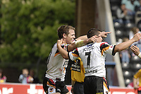 Twickenham, ENGLAND, Stuart Fielden [left] celebrates a try with Paul Deacon [No.7]   'Engage Super league'  between Harlequins RL vs Bradford Bulls, at the Stoop, 13.05.2006. © Peter Spurrier/Intersport-images.com,  / Mobile +44 [0] 7973 819 551 / email images@intersport-images.com.