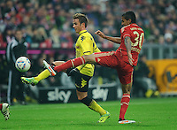 Fussball Bundesliga Saison 2011/2012 13. Spieltag FC Bayern Muenchen - Borussia Dortmund V.l.: Mario GOETZE (BVB), Luiz GUSTAVO (FCB).