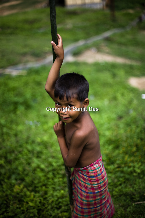 Ethnic clashes are regularly taking place between Zeme Nagas and the Dimasa tribe in North Cachar Hills in Assam, India. On 8th May 200, suspected Zeme Naga groups attacked a Dimasa village and burnt down 10 out of 13 houses. In this act of violence, they spared the school and the community centre, where most of the families are taking shelter.