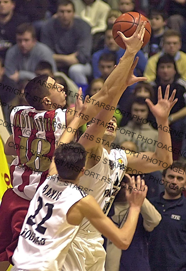 SPORT KOSARKA CRVENA ZVEZDA PARTIZAN DERBI 5.3.2005. Vuk Radivojevic foto: Pedja Milosavljevic<br />