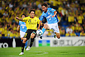 Yusuke Murakami (Reysol), Hidetaka Kanazono (Jubilo), JUNE 15th, 2011 - Football : 2011 J.League Division 1 match between Kashiwa Reysol 0-3 Jubilo Iwata at Hitachi Kashiwa Soccer Stadium in Chiba, Japan. (Photo by AFLO).