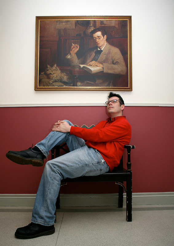 Lee posing as Morrissey at the Writers' Museum, Dublin, December 2007