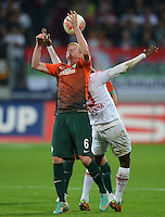 FUSSBALL   1. BUNDESLIGA  SAISON 2012/2013   7. Spieltag FC Augsburg - Werder Bremen          05.10.2012 Kevin De Bruyne (li, SV Werder Bremen)  gegen Knowledge Musona (FC Augsburg)