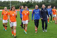 VOETBAL: HEERENVEEN: 20-09-2015, Sportpark Skoatterw&acirc;ld, Itali&euml;-Nederland, Vrouwenvoetbal EK Kwalificatie onder 19 jaar, Lysanne van der Wal (2e van links) op de bank als wissel, Ciska Folkertsma (rechtsvoor) geblesseerd aan haar enkel, uitslag 1-1,<br /> &copy;foto Martin de Jong