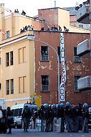Roma 5 Aprile 2010.Occupata da CasaPound Italia la scuola 'Parinì di Montesacro abbandonata da tre anni per dare alloggi a 17 famiglie in stato di gravissima emergenza abitativa. I cordoni degli agenti  di polizia  separano gli occupanti  dalle proteste degli antifascisti.Rome April 5, 2010.Occupied by CasaPound Italy, the school 'Parini Montesacro abandoned by three years, to give housing to 17 families in serious housing crisis.