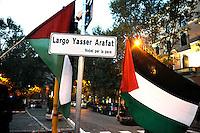 Roma 29 Novembre 2008.Manifestazione in occasione del 60esimo anniversario della giornata internazionale della Palestina, sancita dall'Onu nel 1948.I Manifestanti rinominano Piazza Esquilino in Largo Yasser Arafat.Rome November 29, 2008.Demonstration for the 60th anniversary of the International Day of Palestine, sanctioned by the UN in 1948..Protesters renamed Piazza Esquilino in Largo Yasser Arafat