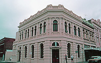 Fremantle: Cream-colored bank building, NW corner High St. and Pakenham. Photo '82.