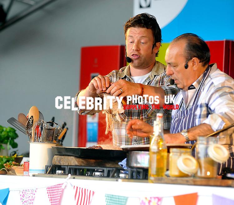 Gennaro Contaldo And Jamie Oliver Jamie Oliver And Gennaro