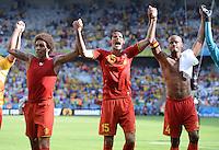 FUSSBALL WM 2014  VORRUNDE    Gruppe H     Belgien - Algerien                       17.06.2014 Axel Witsel, Daniel van Buyten und Vincent Kompany (v.l., alle Belgien) jubeln nach dem Abpfiff