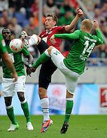 FUSSBALL   1. BUNDESLIGA   SAISON 2012/2013   3. SPIELTAG Hannover 96 - SV Werder Bremen     15.09.2012 Artur Sobiech (li, Hannover 96) gegen Aaron Hunt (re, SV Werder Bremen)