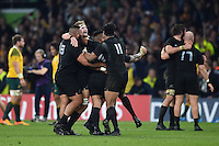 New Zealand players celebrate at the final whistle. Rugby World Cup Final between New Zealand and Australia on October 31, 2015 at Twickenham Stadium in London, England. Photo by: Patrick Khachfe / Onside Images