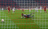 FUSSBALL  DFB-POKAL  HALBFINALE  SAISON 2012/2013    FC Bayern Muenchen - VfL Wolfsburg            16.04.2013 Xherdan Shaqiri (Mitte, FC Bayern Muenchen) erzielt das Tor zum 3:1. Torwart Diego Benaglio (VfL Wolfsburg) kommt nicxht an den Ball