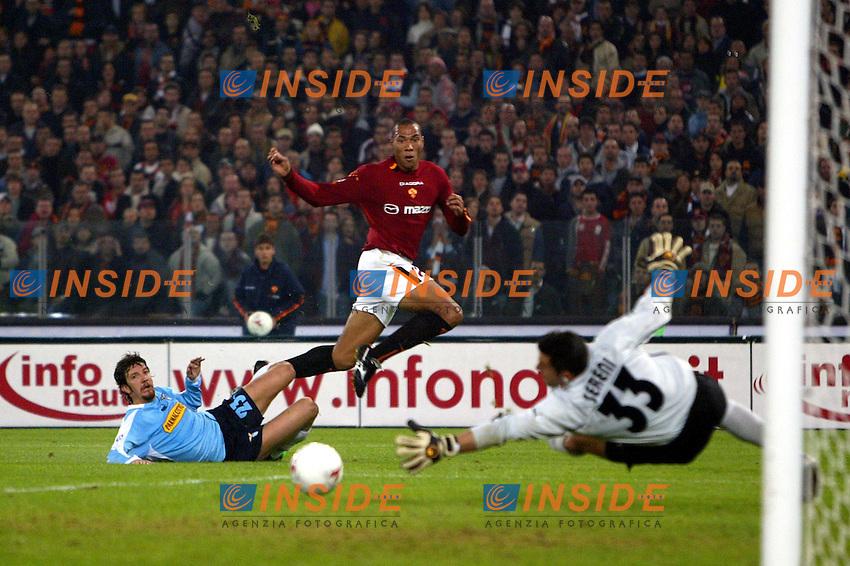 Roma 9/11/2003 <br /> Roma Lazio 2-0 <br /> Un tiro di John Carew (Roma)<br /> A shot of John Carew (Roma)<br /> Foto Andrea Staccioli Insidefoto