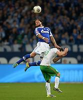 FUSSBALL   1. BUNDESLIGA   SAISON 2013/2014   12. SPIELTAG FC Schalke 04 - SV Werder Bremen                           09.11.2013 Jermaine Jones (oben, FC Schalke 04) gegen Zlatko Junuzovic (unten, SV Werder Bremen)