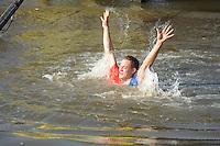 FIERLJEPPEN: VLIST: 22-08-2015, NK Fierljeppen/Polstokverspringen, Winnaar  Jaco de Groot (Senioren) 20.25m, ©foto Martin de Jong