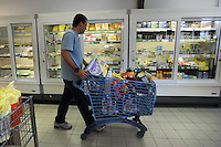 BIOPOLIS. Supermercato di alimenti e prodotti biologici e biodinamici.Biological and biodynamic food and products supermarket. .Carrelli di plastica riciclata. Recycled plastic shopping cart....