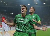 FUSSBALL   1. BUNDESLIGA  SAISON 2011/2012   11. Spieltag   29.10.2011 1.FSV Mainz 05 - SV Werder Bremen JUBEL Werder Bremen;  Torschuetze zum 1-3 Sebastian Proedl (li) und Clemens Fritz (hinten)