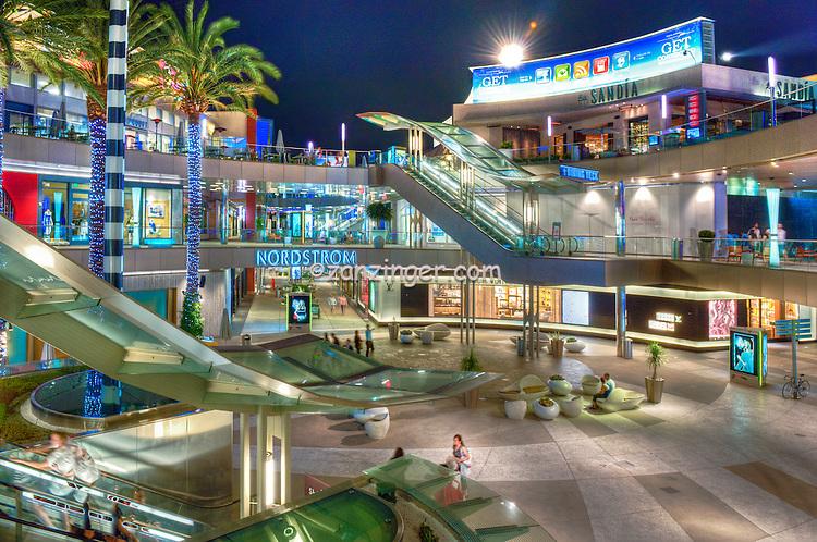 Santa Monica CA Shopping Mall