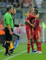 FUSSBALL   CHAMPIONS LEAGUE   SAISON 2011/2012     27.09.2011 FC Bayern Muenchen - Manchester City UMARMUNG; Arjen Robben (FC Bayern Muenchen) umarmt Franck Ribery (re, FC Bayern Muenchen)
