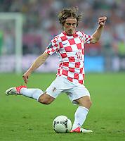 FUSSBALL  EUROPAMEISTERSCHAFT 2012   VORRUNDE Kroatien - Spanien                 18.06.2012 Luka Modric (Kroatien) Einzelaktion am Ball