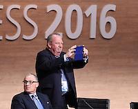 Fussball International Ausserordentlicher FIFA Kongress 2016 im Hallenstadion in Zuerich 26.02.2016 Michel D HOOGHE ( re, Belgien, FIFA-Exekutivkomitee) und Tarek BOUCHAMAOUI (Tunesien, FIFA-Exekutivkomitee)