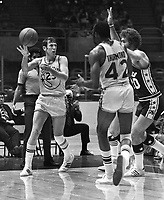 Golden State Warriors Jeff Mullins , #42 Nate Thurmond. against the 76'ers..(1971 photo/Ron Riesterer)