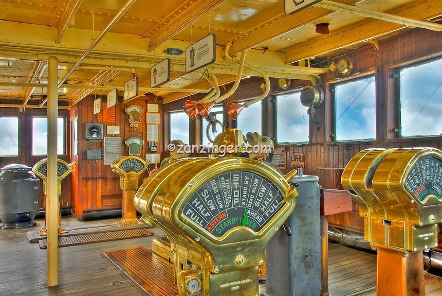 RMS Queen Mary, Quarterdeck Bridge, engine order telegraph or E.O.T.,  chadburn, Hotel, Long Beach, CA, California, USA High dynamic range imaging (HDRI or HDR)