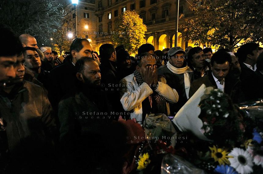 Roma !7 Dicembre 2009.Il Funerale di  Mazufar Ali Khan, pakistano, detto  Sher Khan  leader degli immigrati  morto di freddo a Piazza Vittorio