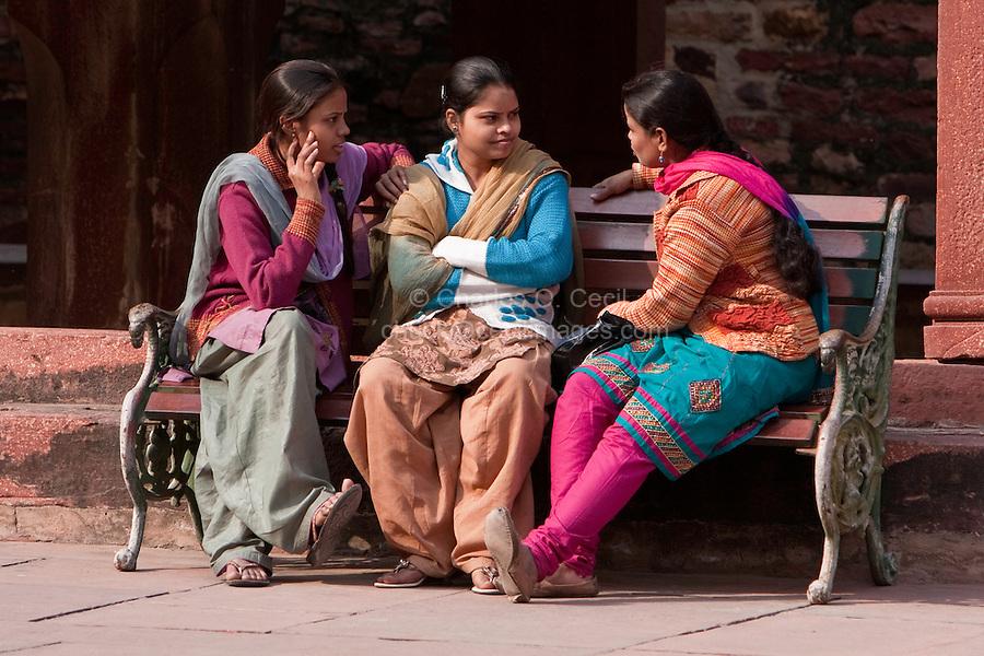 Parar gossip. Source ~ photoshelter.com