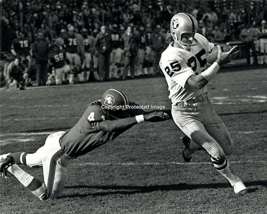 Oakland Raiders wide reciever Fred Biletnikoff scores Touchdown against Denver Bronco's. (photo by Ron Riesterer}