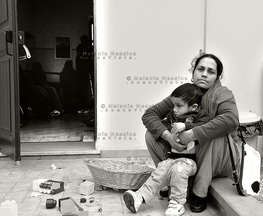 Palermo, headquarters of Emergency: Mother and son  waiting for the doctors.<br /> Palermo, locali dell'ambulatorio di Emergency: madre e figlio in attesa di essere visitati dai dottori.