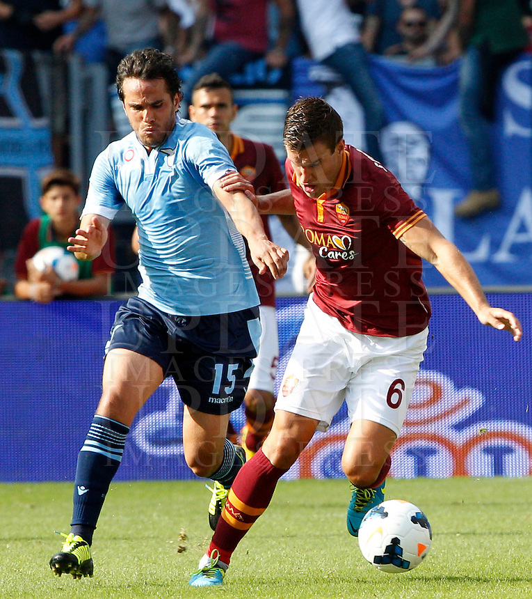 Calcio, Serie A: Roma vs Lazio. Roma, stadio Olimpico, 22 settembre 2013.<br /> AS Roma midfielder Kevin Strootman, of the Netherlands, is challenged by Lazio midfielder Alvaro Gonzalez, of Uruguay, during the Italian Serie A football match between AS Roma and Lazio, at Rome's Olympic stadium, 22 September 2013.<br /> UPDATE IMAGES PRESS/Riccardo De Luca