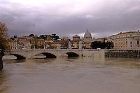 Roma 29 Novembre 2005.Il Tevere in piena .Rome November 29, 2005.The river Tiber in flood .