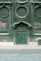 Sir Christopher Wren: Door in London.