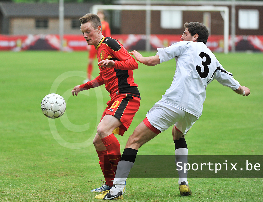Georgia U19 - Belgium U19 : Rob Schoofs (10) and Lasha Dvali (3)<br /> foto DAVID CATRY / Nikonpro.be