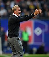 FUSSBALL   1. BUNDESLIGA   SAISON 2012/2013   4. SPIELTAG Hamburger SV - Borussia Dortmund               22.09.2012         Trainer Thorsten Fink (Hamburger SV) engagiert an der Seitenlinie